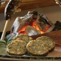 郷土料理「えびし」くるみ・ゆず・胡麻などを小麦粉と混ぜて蒸します