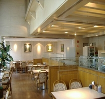 1Fレストラン「ローリー」