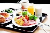 朝食は和洋バイキング。お好きなものを好きなだけ☆