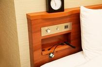 客室には、全キャリア対応の充電器を用意。iphoneも充電可能