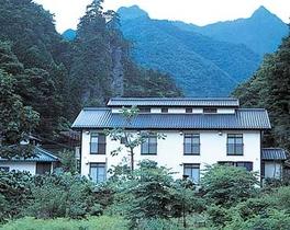 野栗沢温泉 すりばち荘施設全景
