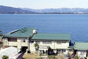 天橋立を横一文字に望む浜辺の宿 長浜荘施設全景