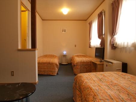 バストイレ付4人部屋