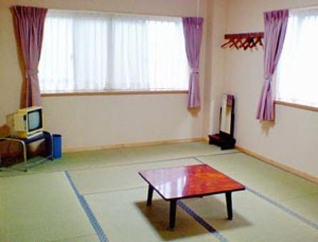和室6〜10畳☆朝夕2食付☆バス・トイレ共同