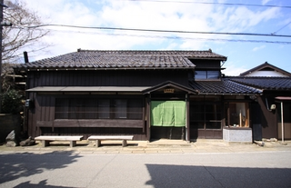 ぐるり竹とたらい湯の宿 カラふるカネモ<佐渡島>施設全景