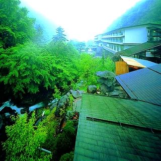 大正12年創業 黄金色の巨石露天風呂 横谷温泉旅館施設全景