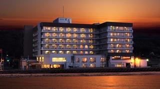 伝統と風格の宿 ホテル万長 <佐渡島>施設全景