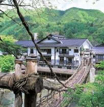 湯西川温泉 本家伴久 平家伝承かずら橋の宿施設全景