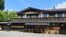 茶臼山温泉 森の宿 遊星館施設全景