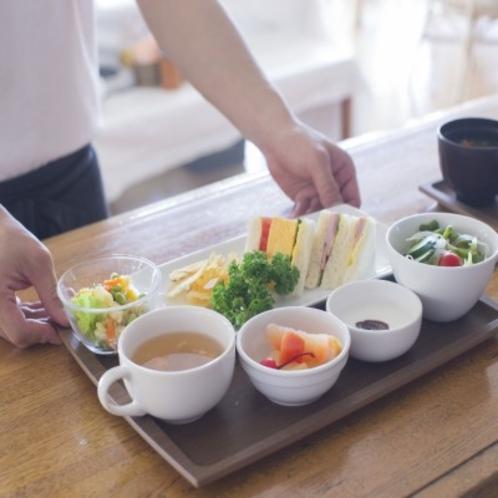■朝食(7時~10時)和食か洋食選択+セルフサービスコーナー