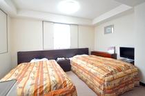 【ツイン】広々快適。セミダブルベッドを2つ置いてもこの広さ!