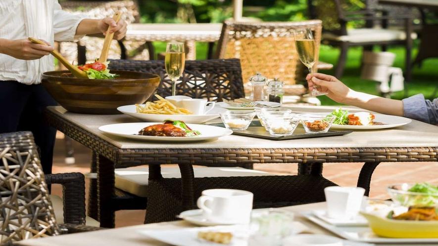 ■ご友人やご家族とテラスでお食事をお楽しみください