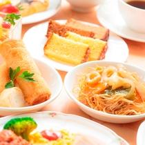 朝食(長崎名物皿うどん、カステラ、ハトシ)