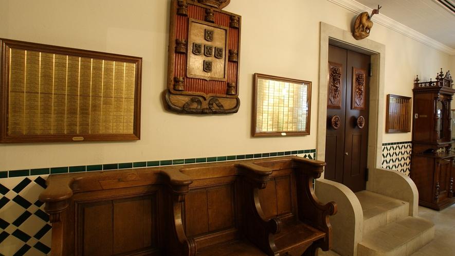 1階ロビー椅子
