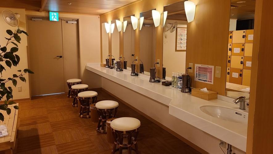 大浴場・パウダーコーナー(男性)
