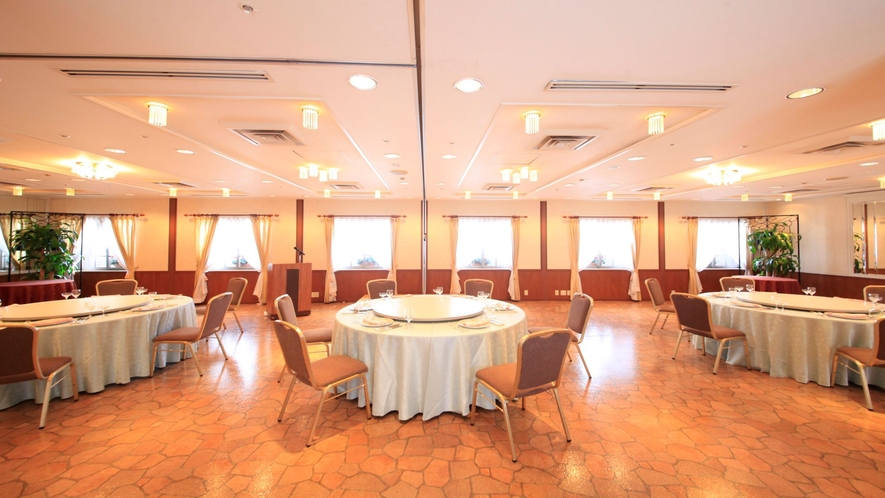 【宴会/会議室 プレシャス】自然光を取りこめる会場で、小規模宴会・会議にご利用いただけます