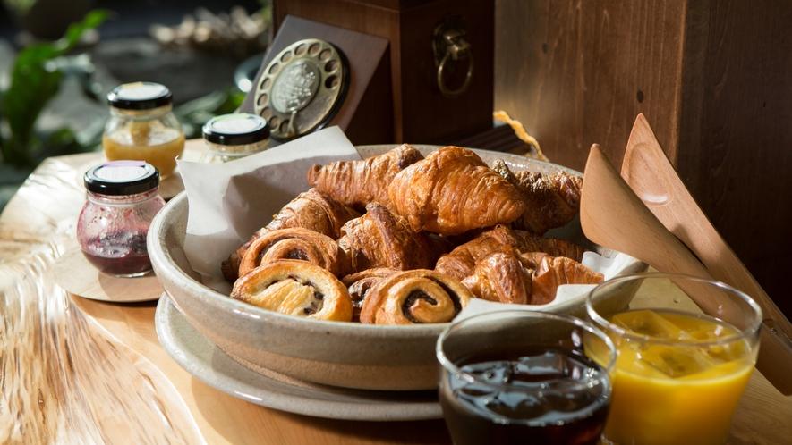 特別フロア宿泊者専用ラウンジ「ここの木」~朝の焼き立てパン