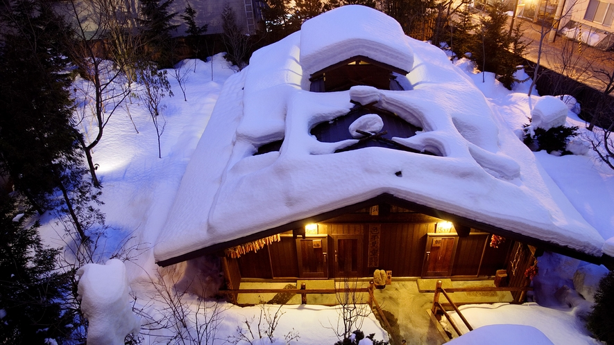 地下露天風呂「ゆ瞑み」冬の全景