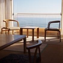 和室のお部屋から海が一望