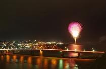 宿から見た花火