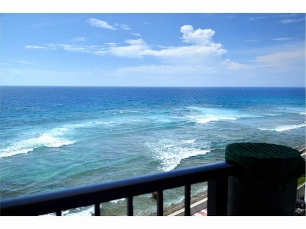 上層階客室ベランダから望む海