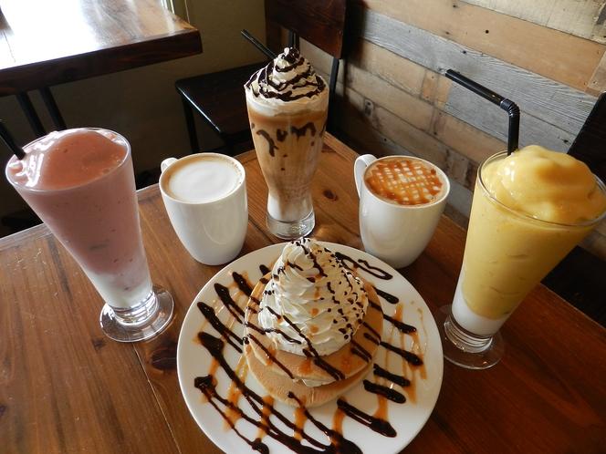Cafeメニュー、ホットケーキとドリンク