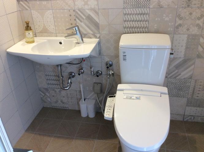 ツインルーム シンク、洗浄機付きトイレ