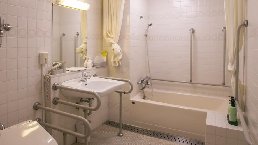 ●バリアフリー対応客室(浴室)