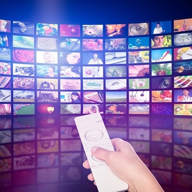 【24時間おもこりステイ】大型TVで臨場感満載!好きな映画も、ドラマも、スポーツも好きなだけ見放題