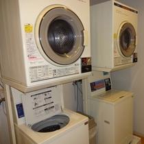 7階 コインランドリー 洗濯/200円(洗剤自動投入) 乾燥機/30分100円