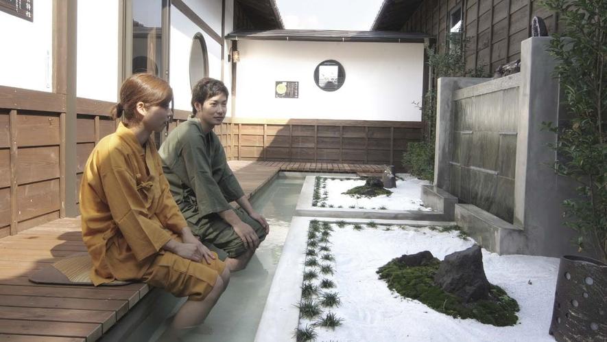 *併設の日帰り温泉「星音の湯」の足湯ゾーンです。