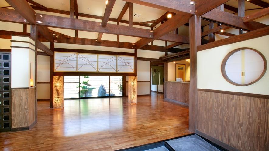 併設の日帰り温泉「星音の湯」の玄関です。ゆっくりと落ち着いた空間となっております。