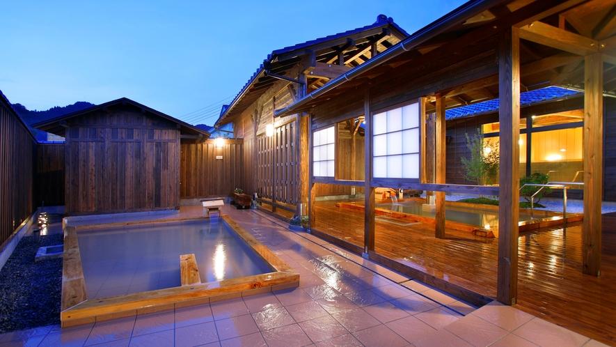 開放的な露天風呂。温泉でゆっくりとリラックス♪