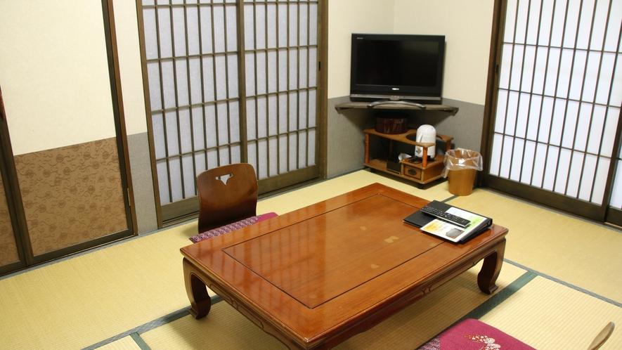 ベッドルームと和室ルームの二間続きの客室となっております。