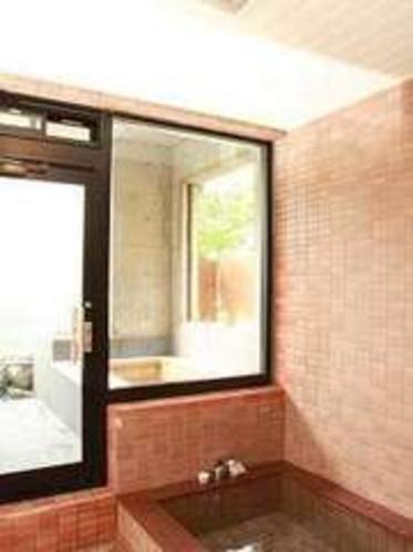 貸切内湯付き露天風呂、ご家族様の家族風呂として御利用いただけます