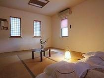 新203号和室12畳のゆったりした、冷蔵庫や和室にしては珍しいお風呂付