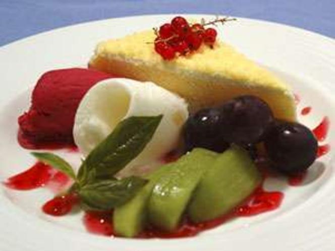 〆はBIG!!季節フルーツとふんわりミルケーキとアイスの盛り沢山のスイーツ!!