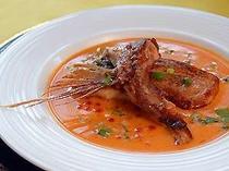 3〜4泊目の方には贅沢な、うに、いくらソースのお魚料理ですパンに付けても美味しいで〜す。