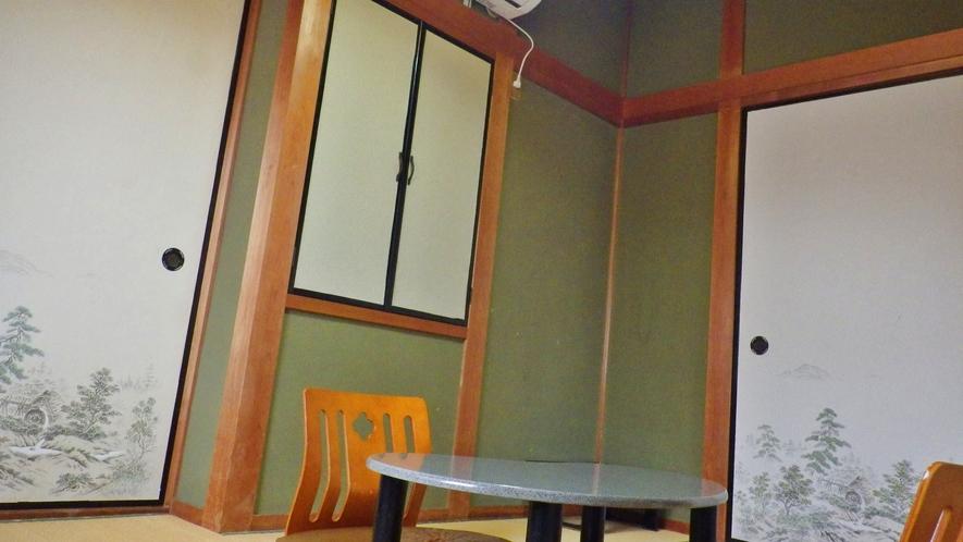 *【部屋】和室一例でございます。シンプルなお部屋です。バストイレは共同です。