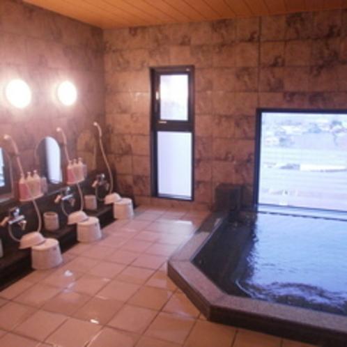 眺めは抜群、男性大浴場