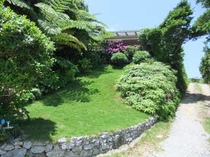 宿の全景(夏期・東側)