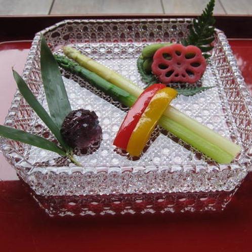 【八寸(一例)】四季折々の食材を生かした目と味で楽しんでいただく一品