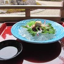 【生盛(一例)】定番の豆乳からとった湯葉料理
