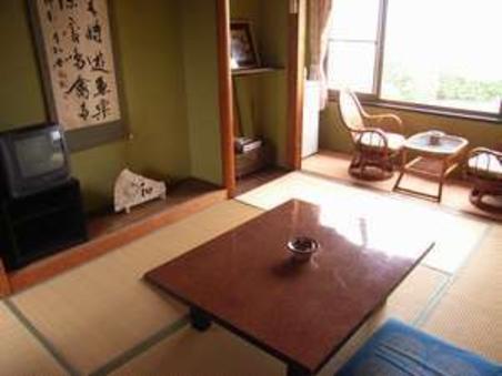 【和室6畳】海岸一望できる2階のお部屋