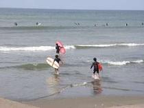 サーフィンも目前の海岸でできます