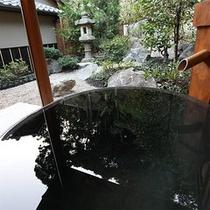 客室完備の源泉掛け流しの露天風呂