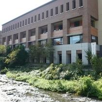 ホテル外観「千歳川沿い」
