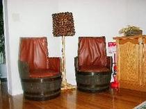 樽で作った椅子とスタンド