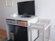 客室の液晶TV・DVDデッキ・冷蔵庫・ワゴン