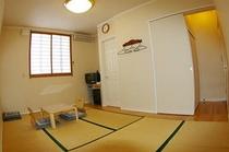 和室(2〜4名様用・純和風タイプ)b
